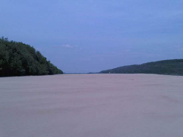 Plaja insula Varasti - Km. 400