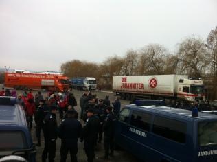 Camioanele Die Johanniter se strâng în vamă